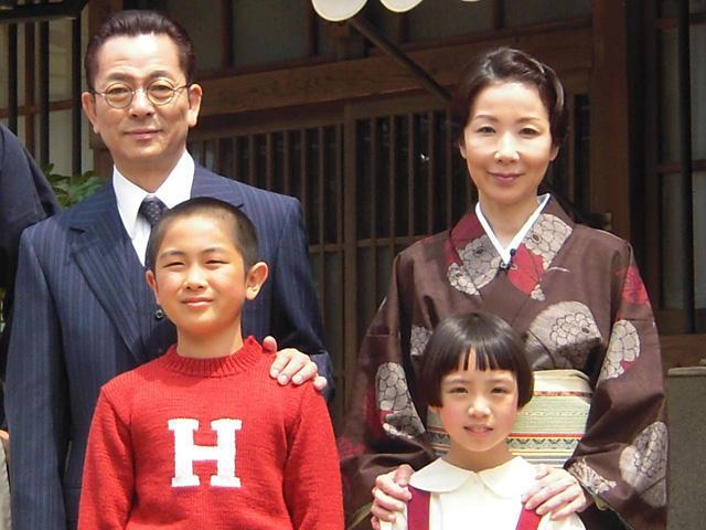 水谷豊&伊藤蘭夫妻、共演作「少年H」現場で結婚以来23年ぶり会見 - 画像4