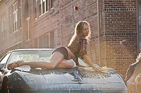 """""""ラブコメクイーン""""キャメロン・ディアスが挑んだセクシーな洗車シーン「バッド・ティーチャー」"""