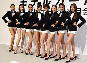 美女8人の美脚がずらり!