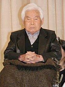 昨年12月「新藤兼人賞」の授賞式に出席した新藤監督「一枚のハガキ」