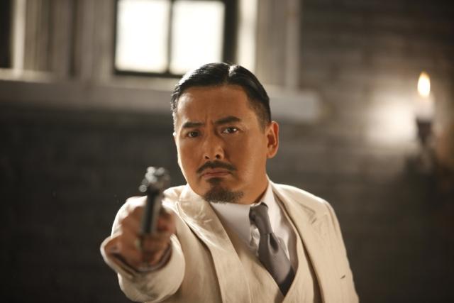 チョウ・ユンファ、主演最新作で一人二役のコミカルな演技を披露