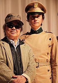 舞台挨拶に立った若松孝二監督と井浦新「11・25自決の日 三島由紀夫と若者たち」