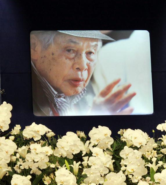5月29日に老衰のため100歳で死去した新藤兼人監督の遺影