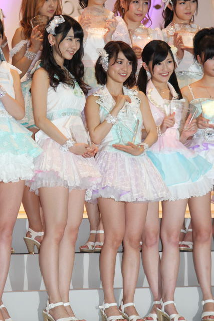 AKB48総選挙 大島優子「この景色がもう一度見たかった」見事センター返り咲き! 前田敦子も祝福