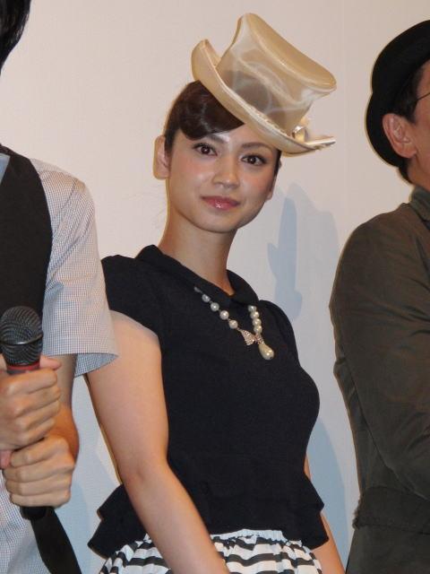 平愛梨、同い年の俊英監督にイラッ 舞台挨拶で和解