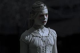 """謎の少女""""V.""""を演じるエル・ファニング「Virginia ヴァージニア」"""
