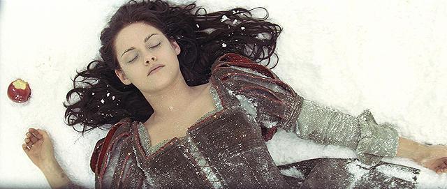 【国内映画ランキング】「スノーホワイト」が首位デビュー、「愛と誠」はトップ10入りならず