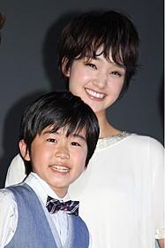 恋人役を演じる鈴木福と剛力彩芽「マクダルのカンフーようちえん」