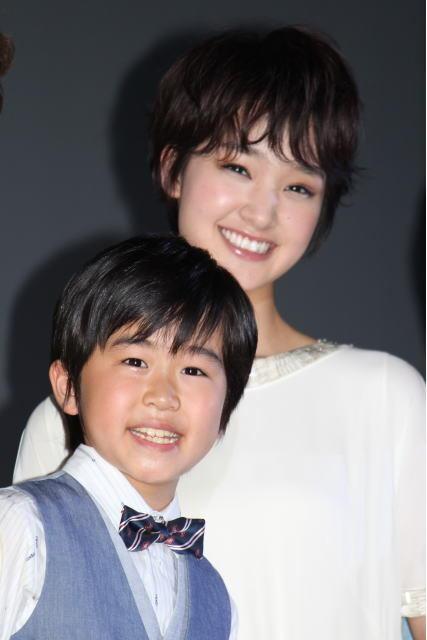 剛力彩芽、子役・鈴木福との年齢差に驚き!長編アニメで恋人役