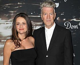 4番目の妻エミリー・ストーフルと ドン・ペリニヨンのパーティに出席したリンチ「インランド・エンパイア」