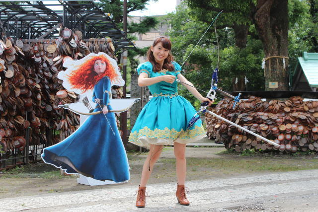 """大島優子、アーチェリーに初挑戦!見事、矢が的に""""メリこんダ"""""""