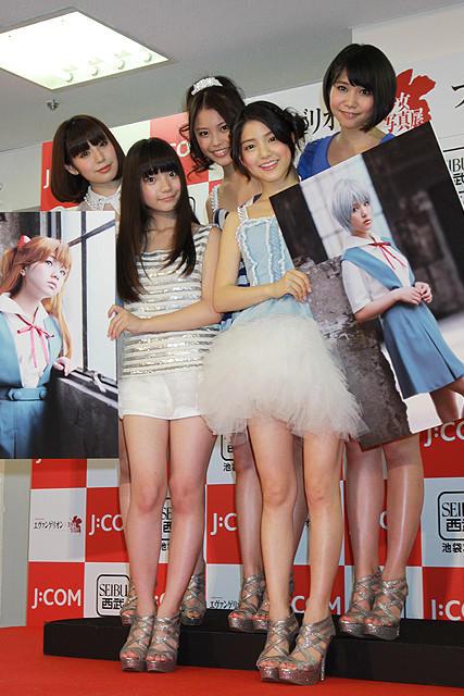 川島海荷、「エヴァ」写真展で綾波レイに「少しは近づけた」と笑顔