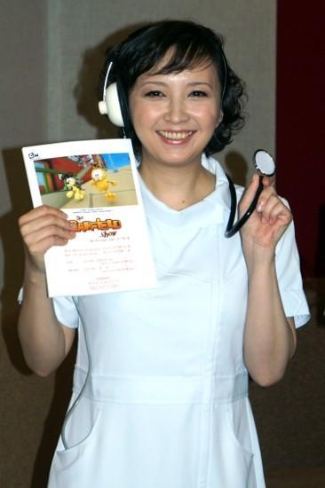 高橋由美子、38歳のナースコス披露「何本でも注射しちゃう!」