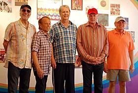左からデビッド・マークス、アル・ジャーディン、 ブライアン・ウィルソン、マイク・ラブ、ブルース・ジョンストン
