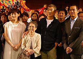 木山キミさんも健さんが声をかけて急きょ写真撮影に参加「あなたへ」