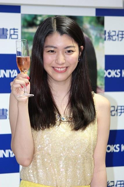 成海璃子、20歳誕生日に初シャンパン「次は日本酒」