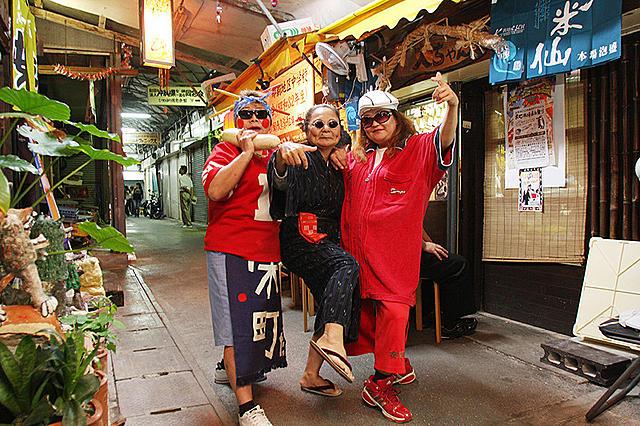 沖縄・栄町市場のドキュメンタリー「歌えマチグヮー」公開