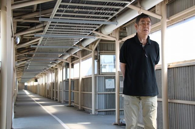 高倉健、ロケ地・富山刑務所で受刑者を激励「大切な人のところへ帰ってあげて」