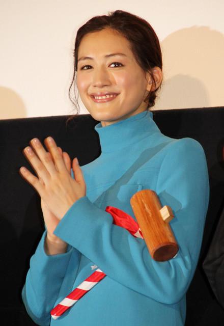 「映画 ひみつのアッコちゃん」公開初日に 笑顔を浮かべる綾瀬はるか
