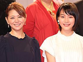 親子役で共演する小泉今日子と能年玲奈