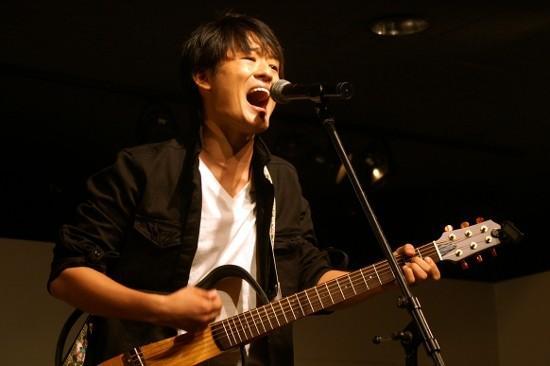 尾崎豊さん長男、生歌披露 父ゆずりの声に「本人じゃないの?」