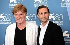 ベネチア映画祭に出席した ロバート・レッドフォードとシャイア・ラブーフ「ハイスクール・ミュージカル」