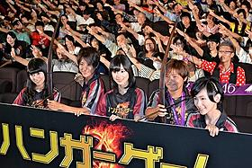 (左から)桜井玲香、近賀ゆかり選手、 生田絵梨花、大野忍選手、生駒里奈「ハンガー・ゲーム」