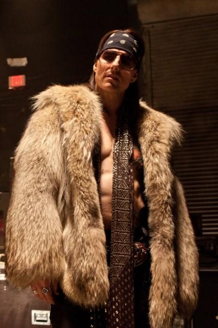 50歳のトム・クルーズ、ロックスターに扮しセクシーな肉体を披露