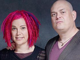 兄ラリー(左)が性転換して女性のラナに「クラウド アトラス」
