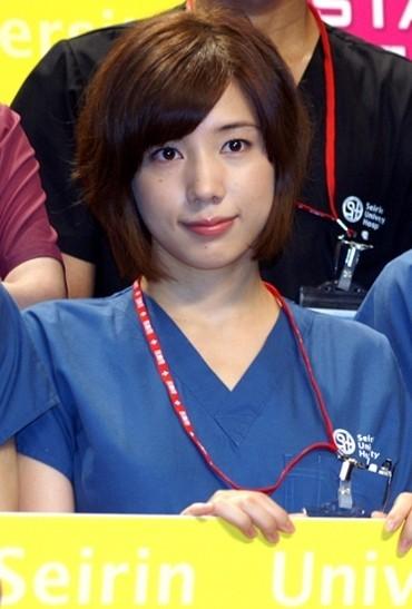 仲里依紗、決意のショートカット! 研修医役で髪30センチばっさり