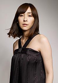 安田章大とダブル主演を務める麻生久美子「ばしゃ馬さんとビッグマウス」