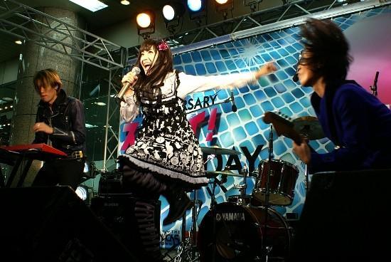 2年連続紅白ある? 神田沙也加がバンド結成 ハードに熱唱