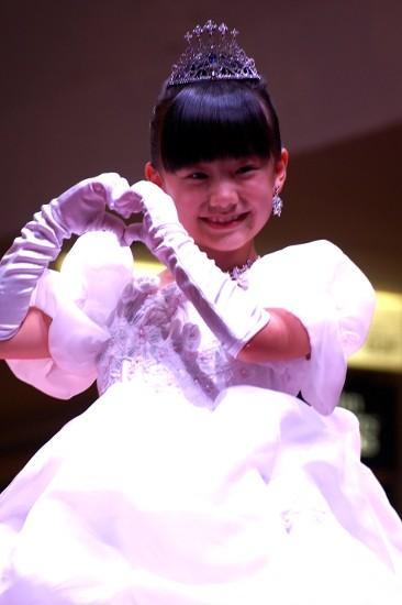 プリンセスドレス姿の愛菜ちゃん