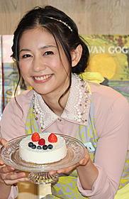 自作のヨーグルトケーキを披露した関根麻里「体脂肪計タニタの社員食堂」