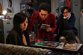 「探偵はBARにいる2」でヒロインを演じる 尾野真千子と主演の大泉洋、松田龍平「探偵はBARにいる」