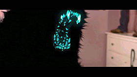 暗闇に溶け込む黒い体に、鋭い牙だけが怪しく光る!「アタック・ザ・ブロック」