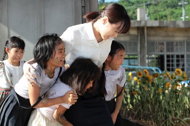 本土復帰40年記念「ひまわり」予告公開 沖縄の現実を描く