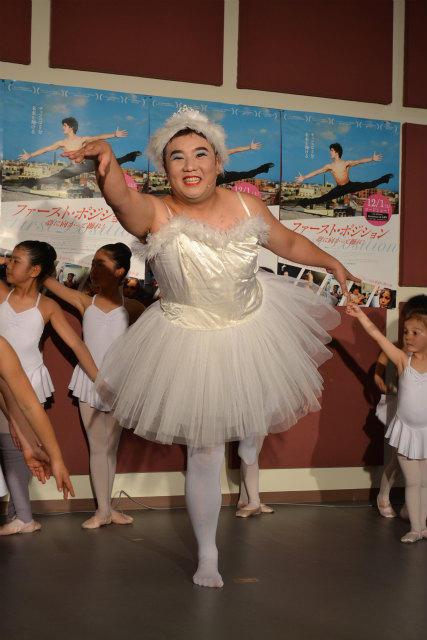 インパルス・堤下、チュチュ姿で白鳥の舞「ただひたすらにつらい」