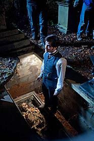 """ラドクリフ演じる若き弁護士が """"墓荒らし""""に手を染める!「ウーマン・イン・ブラック 亡霊の館」"""