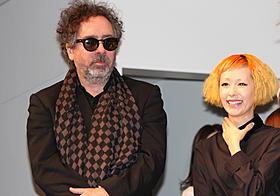 ファッションコンテストに参加したバートン監督と木村カエラ「フランケンウィニー」