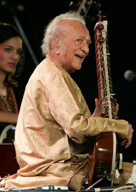 グラミー授賞式を待たず 伝説のシタール奏者ラビ・シャンカールさん逝く