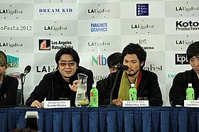 ハリウッドで会見に臨んだ大友啓史監督(左)と青木崇高「るろうに剣心」