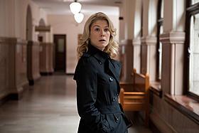 ジャック・リーチャーとともに陰謀に挑む 弁護士ヘレン(ロザムンド・パイク)「アウトロー」