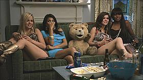 見た目はかわいいテディベアだけれど……「テッド」