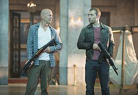 マクレーンと息子ジャックが難関に立ち向かう「ダイ・ハード」