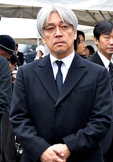 大島渚監督葬儀 坂本龍一、弔辞で「戦メリ」出演時の思い出語る