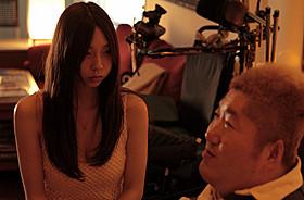 「暗闇から手をのばせ」に主演した小泉麻耶「暗闇から手をのばせ」