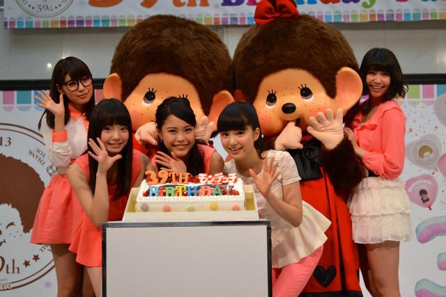「9nine」がモンチッチの誕生日をサプライズケーキで祝福!