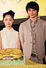 向井理、サプライズケーキに驚き 宮崎あおい、してやったり