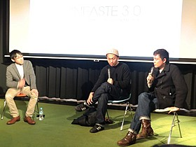トークイベントに出席した富田克也監督(右)と三宅唱監督「やくたたず」